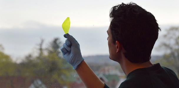Crean la primera hoja sintética que convierte agua y luz en oxígeno