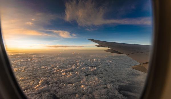 Por qué viajar en avión te expone a más radiación que trabajar junto a un reactor nuclear